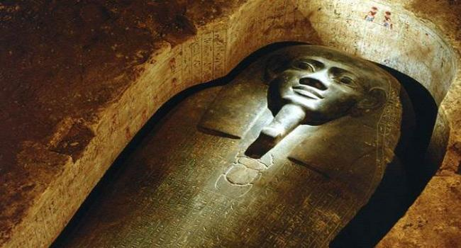 Mısır''''da 3 bin 100 yıllık firavun mezarı