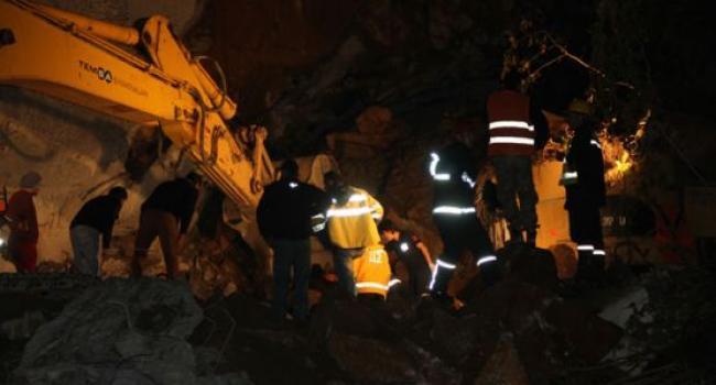 Rize\'deki Göçükte Mahsur Kalan 4 İşçiden 3\'ü Kurtarıldı