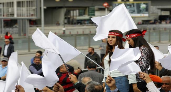 Aleviler'den IŞİD'e karşı beyaz bayraklı eylem