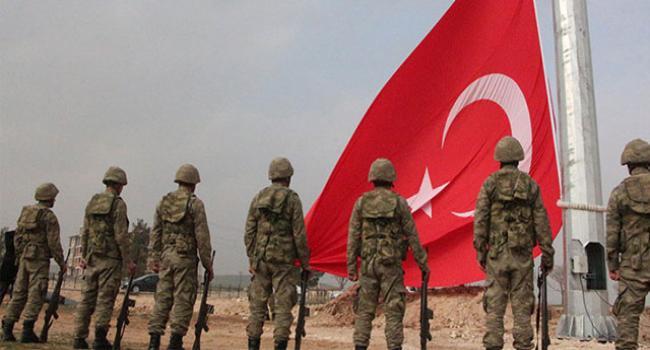 Sınıra dev Türk bayrağı asıldı